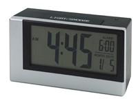 Alarm clock w. light sensor