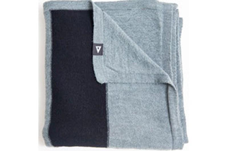 Sjaal gemaakt van ECO wol en oude PET flessen