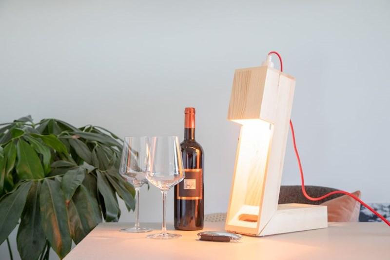 Rackpack Winelight: een wijnkist én een bureau lamp in één