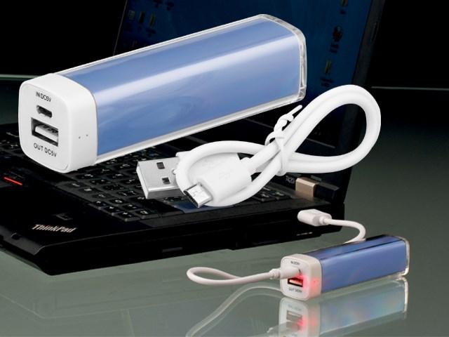 POWERS, Power bank met 2 000 mAh capaciteit. Geschikt voor het opladen van smartphones, USB kabel inbegrepen. Kan verpakt worden in CASE I, CASE II of in CASE III.